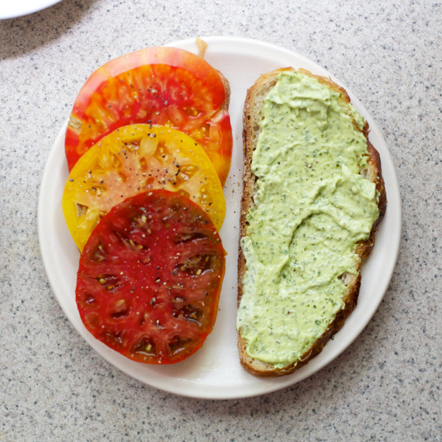 tomato sandwich with basil aioli
