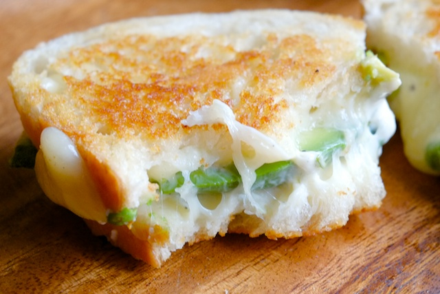 avocado pepperjack grilled cheese with garlic cilantro mayo