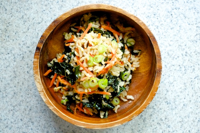 garlic fried brown rice with kale