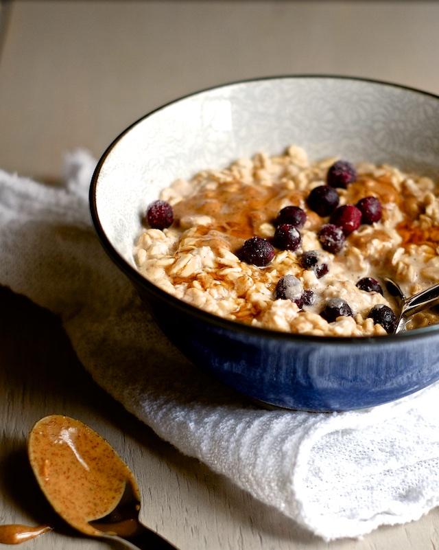 Overnight Blueberry Almond Oatmeal