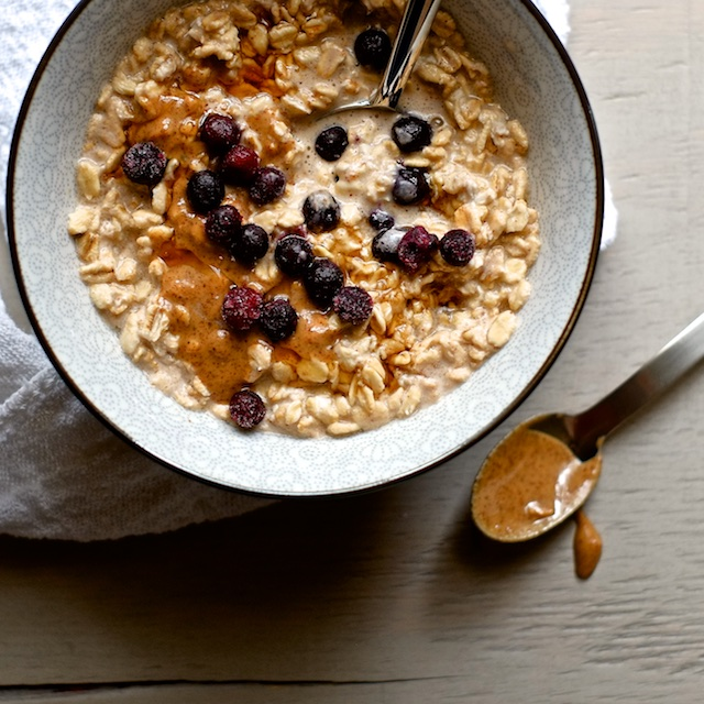 Overnight Blueberry Almond Oatmeal